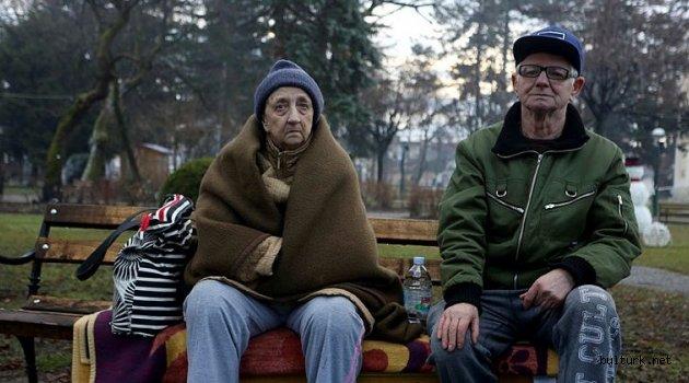 Hırvatistan'daki depremin ardından halk geceyi çadırlarda ve araçlarında geçirdi